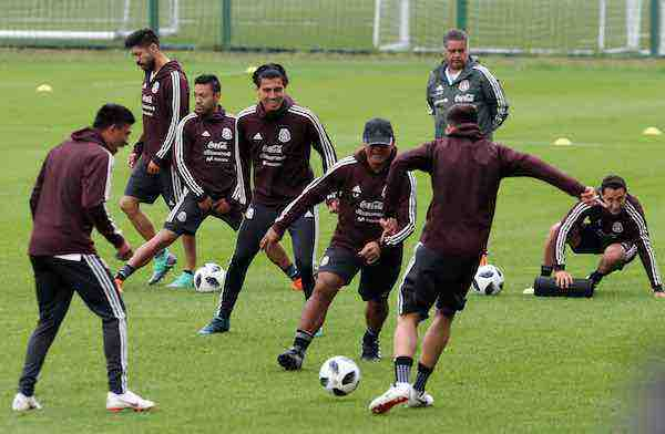 México prepara con alegría su partido inaugural contra la campeona