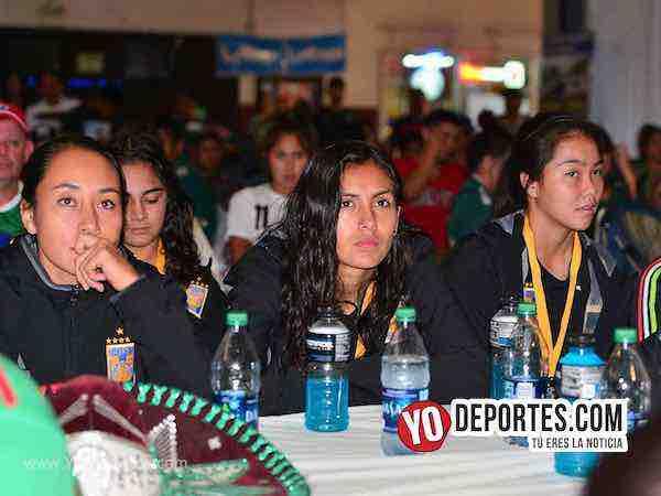 Campeonas Tigres Femenil UANL vieron el partido de México en Chitown Futbol