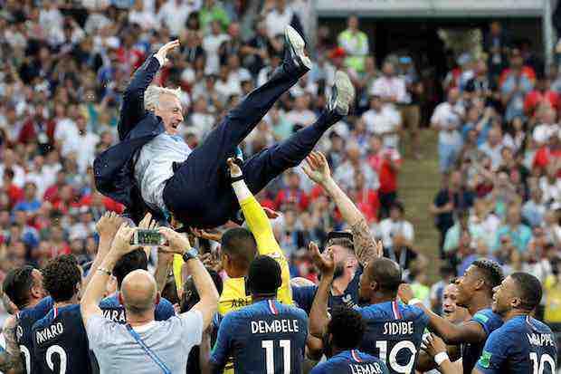 Didier Deschamps iguala a Zagallo y Beckenbauer