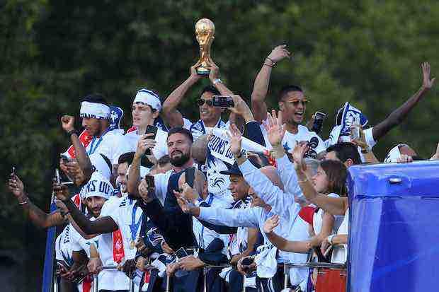 Francia recibió a sus campeones del Mundial de Rusia