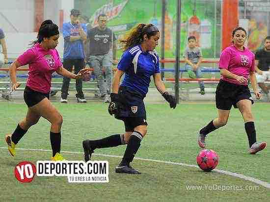 Flash-Muchos Nachos-AKD Soccer League-semifinal portera