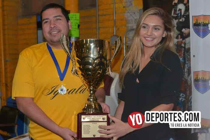 Iguala es el campeón de los veteranos en Chitown Futbol