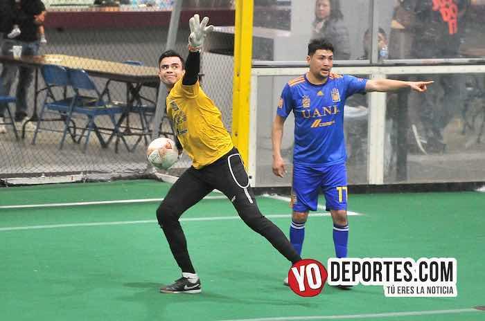 Portero César Ríos mete a Mexcaltepec en la final de veteranos de Hispano Soccer