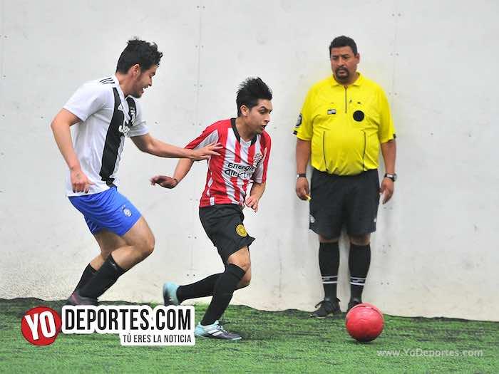 """El árbitro del juego fue Fernando """"panadero"""" Torres."""