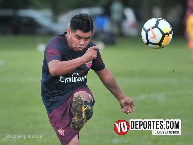 Los Douglas Boys le pasan por encima al Hidalgo Veracruz en la Premier de futbol en Chicago.