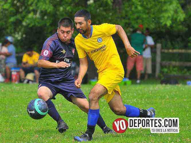 San Luis tumba a Poblado en la La liga de futbol 5 de Mayo Soccer League en el Sherman Park de Chicago, Illinois